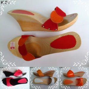 Pusat Kelom Geulis Khas Tasikmalaya <> Selamat datang toko online sandal kelom geulis Tasik. Kami adalah penyedia terbesar sandal kelom geulis yang siap melayani pembelian kelom geulis ke berbagai daerah yang ada di Indonesia secara online