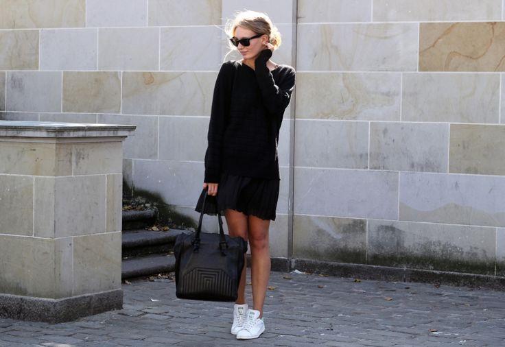 Nana Bech i skønt sort outfit. Her med Elcin knit top.