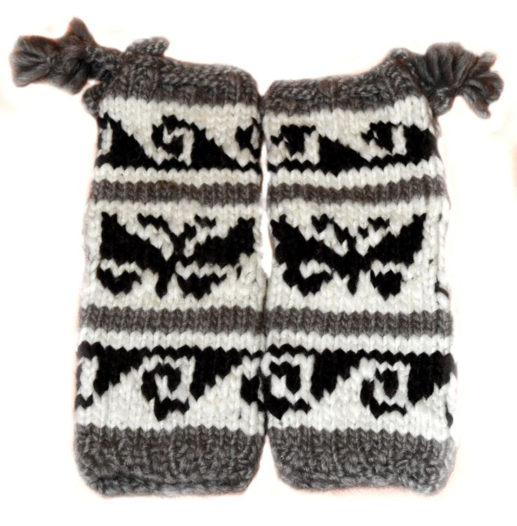 #Cowichan #knit #legwarmers! Great to pair with some boots, sure to make a powerful fashion statement! Warm, chick, and a totally hot item sure to be on your wish list! follow us on twitter at https://twitter.com/FaceofNative