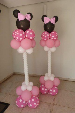 Coluna de balões Minnie. pode ser feito com tubos de pvc e uma base de concreto