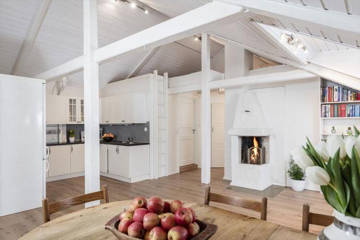 Majorstuen- Lys, attraktiv 3-r. loftsleilighet (73 m2 gulvareal) m/ solrik takterrasse, 2 hemser og stue med ildsted.