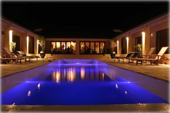 3 Flavours Guest House  http://go2.smeak.com/city/pringle-bay/stay/3-flavours-guest-house/