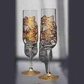 Купить или заказать Набор бокалов для вина 'Эгейское море' в интернет-магазине на Ярмарке Мастеров. Эта пара бокалов для вина, кроме прямого назначения, призвана дарить воспоминания и мечты о море в любое время года. Вода и волны символизируют бесконечное движение, изменение, возбуждение и несут живительную энергию Ци. Цена указана за пару, но можно приобрести и один, за 1100, или, при желании, можно дополнить до комплекта.