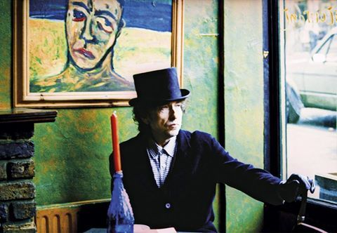 """LONDON, 25/10 / 2012. Image provided by Ana Maria Velez-Wood shooting video of Bob Dylan's """"Blood in My Eyes"""" (Blood in my eyes), which was exposed in London."""