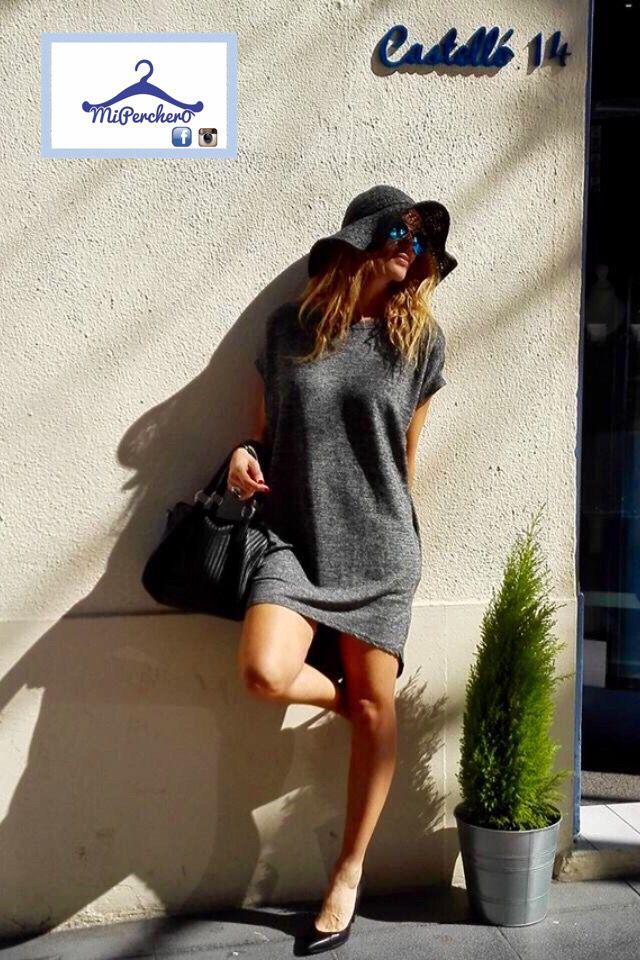 Vestido gris, ideal para fondo de armario.