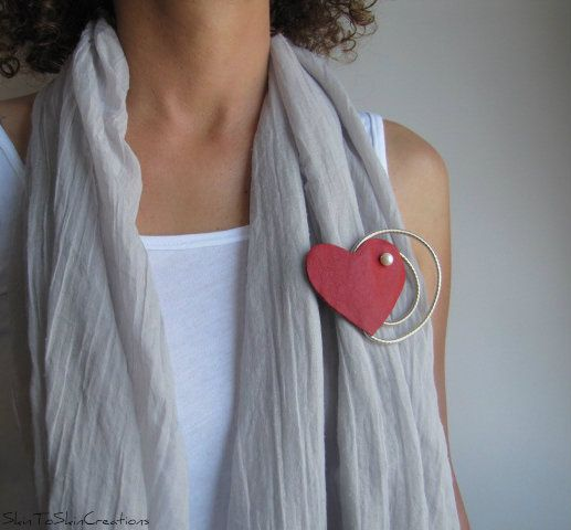 SkinToSkinCreations- leather ''heart brooch''
