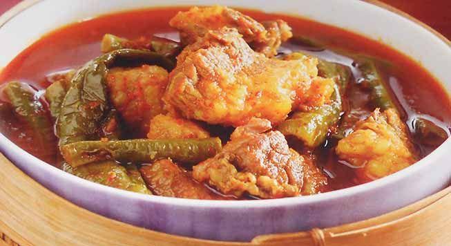 Dangan Asam Daging - Kuliner dengan olahan daging dari timur indonesia ini memekai daging sandung lamur, yaitu daging sapi bagian dada bawah sekitar ketiak. Cara memasak resep ini sangatlah mudah hanya 3 langkah dan lama memasak sekitar 50 menit. Silahkan mencoba resep masakan Dangan Asam Daging