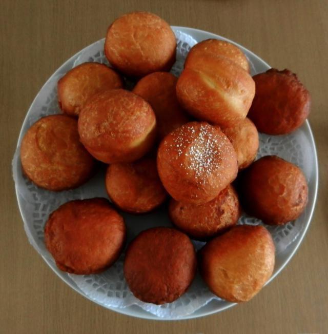 Magwinya: Magwinya/Doughnuts on Table