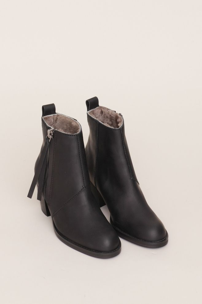 Acne Shearling Lined Pistol Short Boot (Black)  1a5fa5ac05