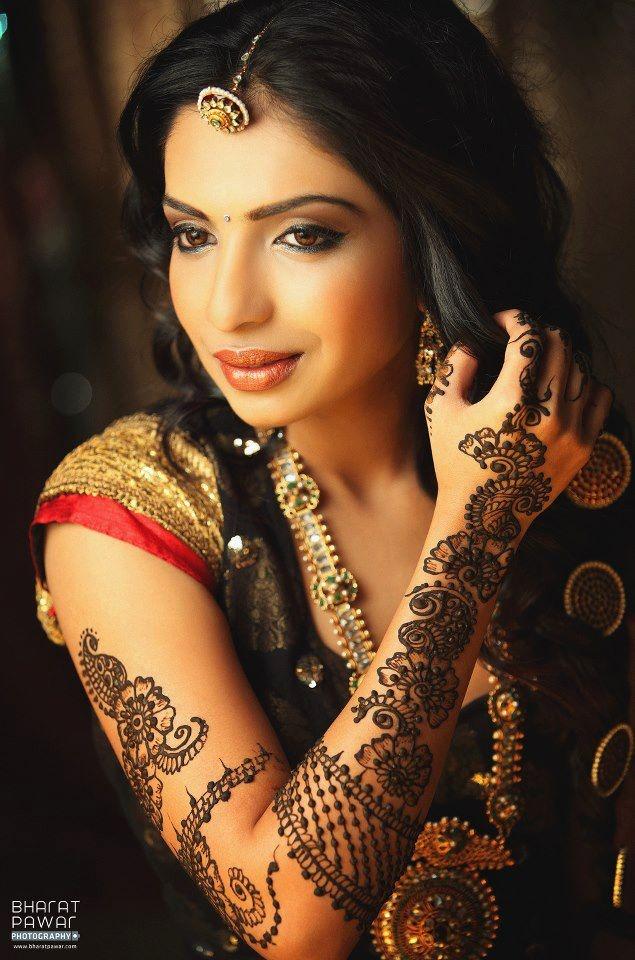 Borla tikka, Henna #beautiful #pic #picutre #photo #photography #foto #fotografia #detail #doodle #bw #black #white #bronze #red #color
