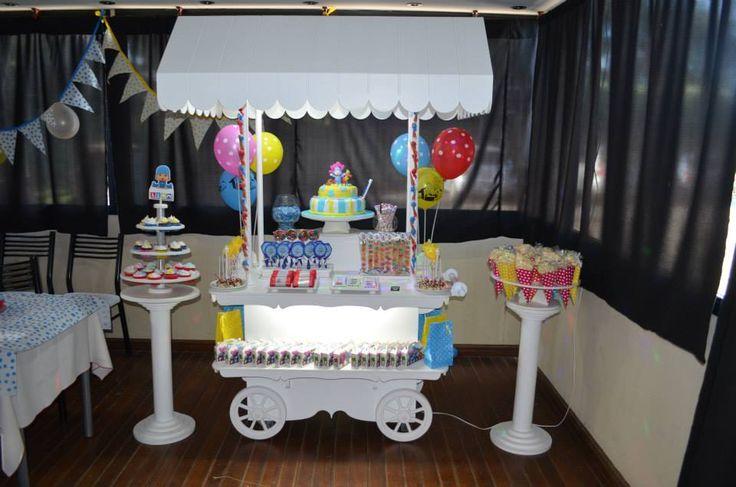 Candy tem tica pocoyo candy bar carros originales for Mesa carro bar madera