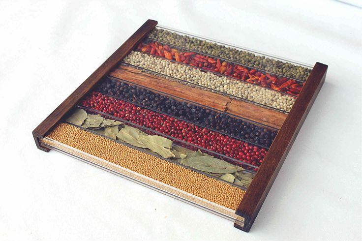 WOODEN TRIVET DECORATED WITH NATURAL SPICES 50€ - #WoodenTrivet of natural spices, used as seasonings for cooking. Do not remove internal spices / Spices unsuitable for consumption - #XmasGifts by http://www.amazon.de/gp/aag/main?seller=A1QPL980FAHTMT