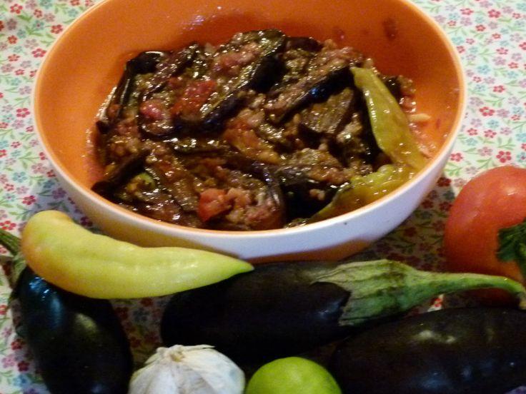 Ägyptisches Rezept für würzige gebratene Auberginen mit Chili , Knoblauch und Zitrone- eine beliebte Vorspeise aus Ägypten