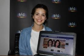 Joana Ribeiro na hora do Facebook!!