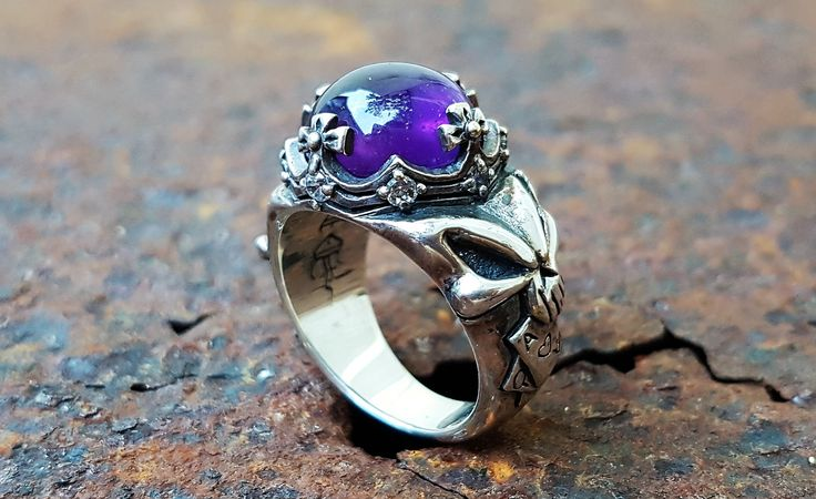 Sterling Silver Skull Ring with amethyst. Unique design and made of a high quality silver.