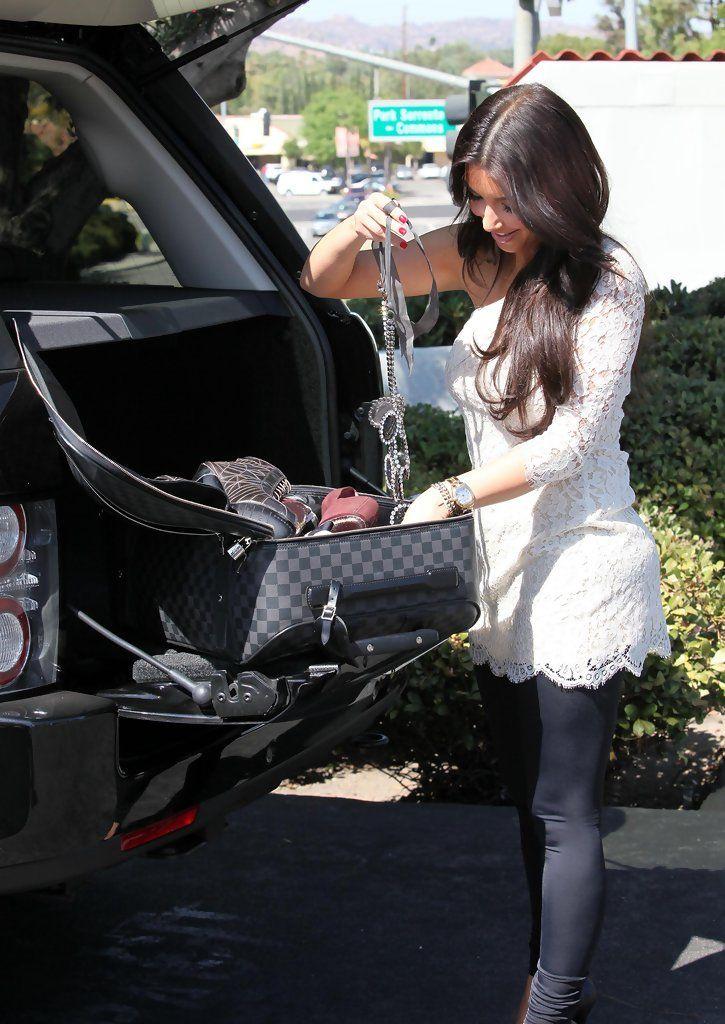Kim Kardashian - The Kardashian Girls Family Shopping Trip