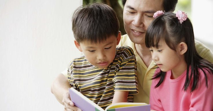 Como contar uma história usando um flanelógrafo. Crianças aprendem melhor quando estão engajadas ativamente em atividades educacionais. Ler histórias em voz alta é uma maneira ideal para criar uma fluência e compreensão de leitura, e também para promover um amor por ela na vida. Embora as palavras contem a história, para as crianças, são as imagens que trazem as palavras à história. Use um ...