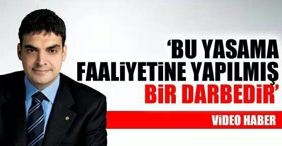Bu yasama faaliyetini yapılmış bir darbedir'  CHP Genel Başkan Yardımcısı Umut Oran, Telekomünikasyon İletişim Başkanlığı'nın Başbakan Erdoğan'a verdiği soru önergesini sansürlemesine sert çıktı. Oran, partisinin İstanbul İl Başkanlığı'nda konuştu.  Oran, kararın yok hükmünde olduğunu belirtti.  TİB yazısının gündeme gelmesinin ardından Ulaştırma Bakanı İhsan Elvan'ın kendisini aradığını anlattı.  CHP Genel Başkan Yardımcısı Oran, herkesi interneti sansür getiren yasaya karşı mücadele etmeye…
