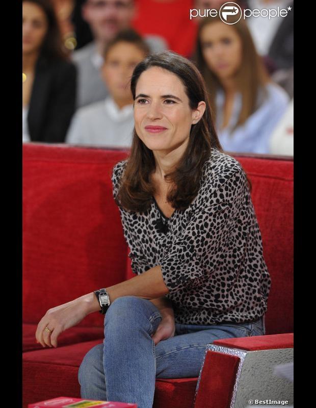 Mazarine Pingeot, rayonnante, lors de l'enregistrement de l'émission 'Vivement Dimanche' à Paris le 7 Novembre 2012.