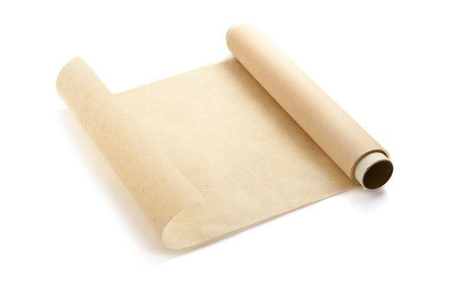 Papier na pečenie je skvelá pomôcka do kuchyne. Ako je už z názvu jasné, tak sa primárne používa na pečenie. No má ešte niekoľko skvelých využití, o ktorých vie len málokto. Prečítajte si naše tipy.