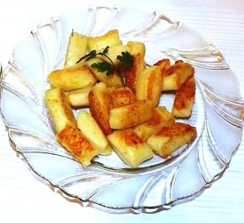 Kopytka pamięta każdy z dzieciństwa, podawane na kilka sposobów, na słodko, z sosami, jako dodatek do drugiego dania a także odpiekane na pa...