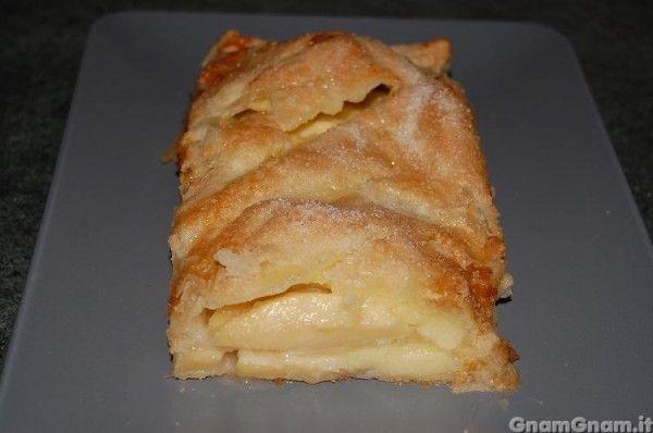 • Torta di mele con pasta sfoglia - Ricetta Torta di mele con pasta sfoglia di GnamGnam