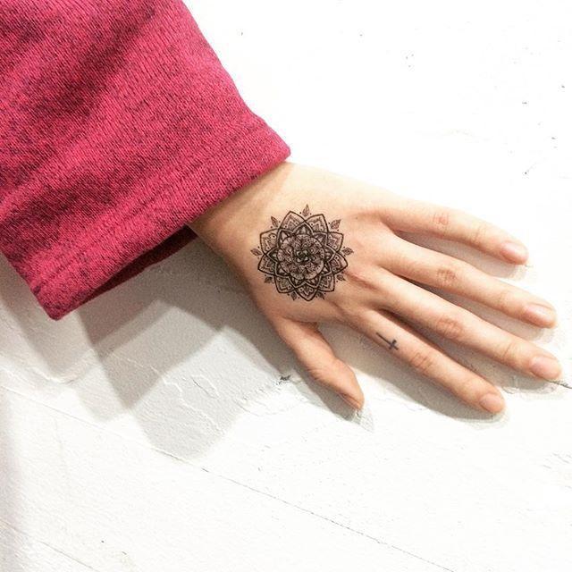 Mandala: formas regulares e simétricas.