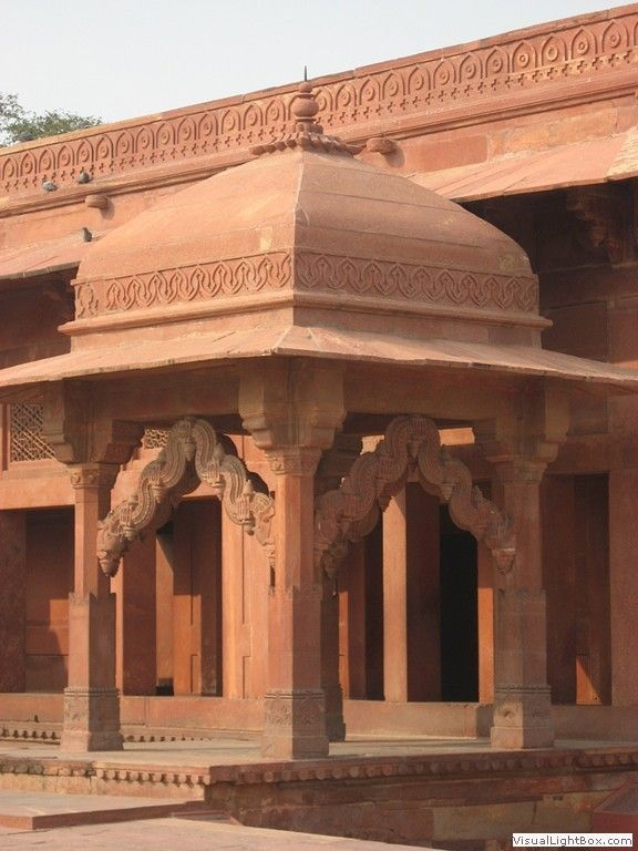 the mughal architecture Ruled from 1526-1857 with 5 rulers namely, babur, humayun, akbar, jehangir, shah jahan, and aurangzeb the mughal empire reached its peak and the famous architecture india enjoys today was built under their reign.