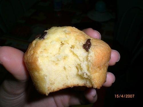 Muffins Di Rachel Allen by paly- 2 uova  - 110 gr di burro morbido - 110 gr di zucchero - 140 gr di farina - 2 cucchiaini di lievito x dolci - 1 bustina vanillina