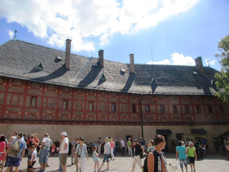 Na nádvoří hradu Karlštejn - Česko