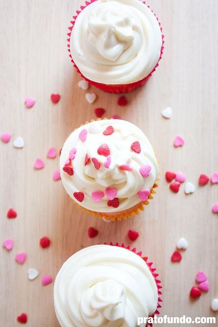 Outubro Rosa: Cupcake de Baunilha Trufado por PratoFundo