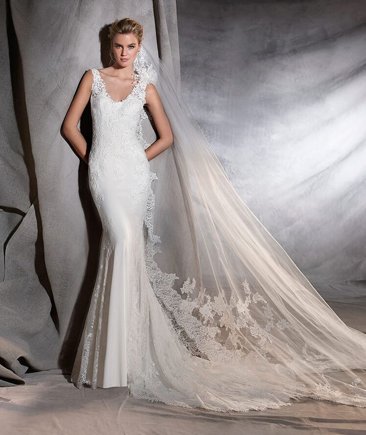 ORIANA - Robe de mariée réalisée en crêpe et en tulle à taille basse