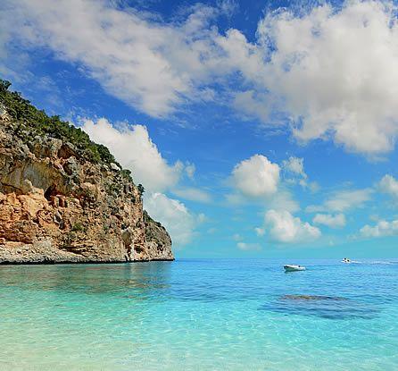 Settembre: le mete del mese. Dalla Sardegna all'Outback australiano. Golfo di Orosei © iStock | Immagini & parti | Pinterest | Italia, Places and Places to vis…