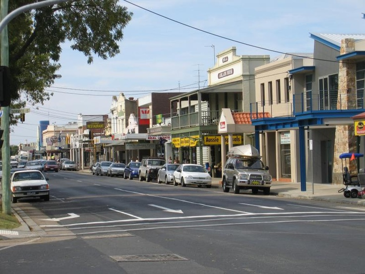Bairnsdale Commercial centre and shops. View east along Main St at Service St