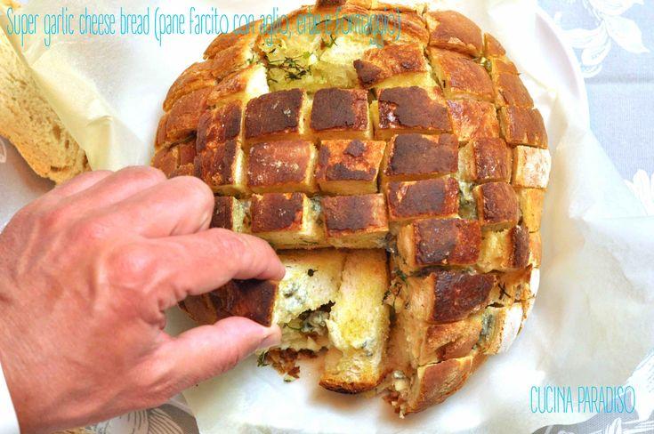 Super garlic cheese bread (pane farcito con aglio, erbe e formaggio) #cucinaparadiso #pane #aglio #bruschetta #erbearomatiche #formaggio #erborinato #garlicbread #cheese #aperitivo