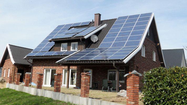 Tesla Pitches A Solar Rental Program To Boost Its Renewable Energy Business Solar Panels Best Solar Panels Solar