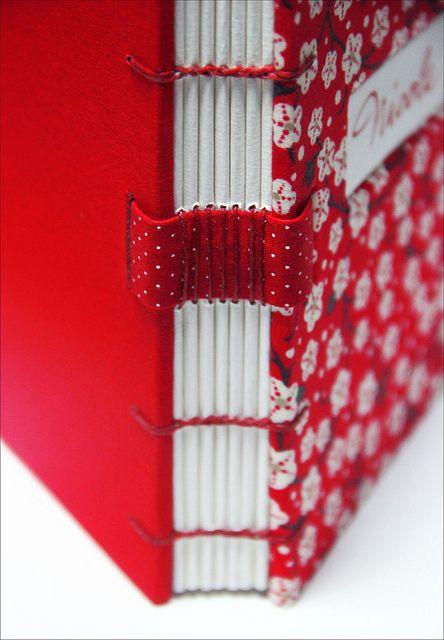 Coptic bookbinding + longstitch... I love Zoopress studio's bookbindings (and I love the fabrics she uses, too)