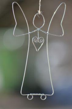"""Det började med änglar....... Ängel i ljus blank ståltråd (finns även i mörk """"najtråd""""). Fin att hänga i ett fönster eller på vägg. ..."""