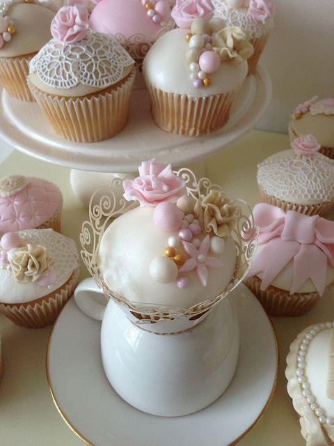 Fancy Pine Cone Lace Wedding Cake