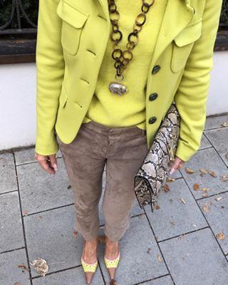 Weil ich das Outfit so mag noch ein Detailbild🍋🍪👜💛… wie wäre dazu passend ein Caipirinha zum Feierabend?🍹… feucht fröhlichen Aben…