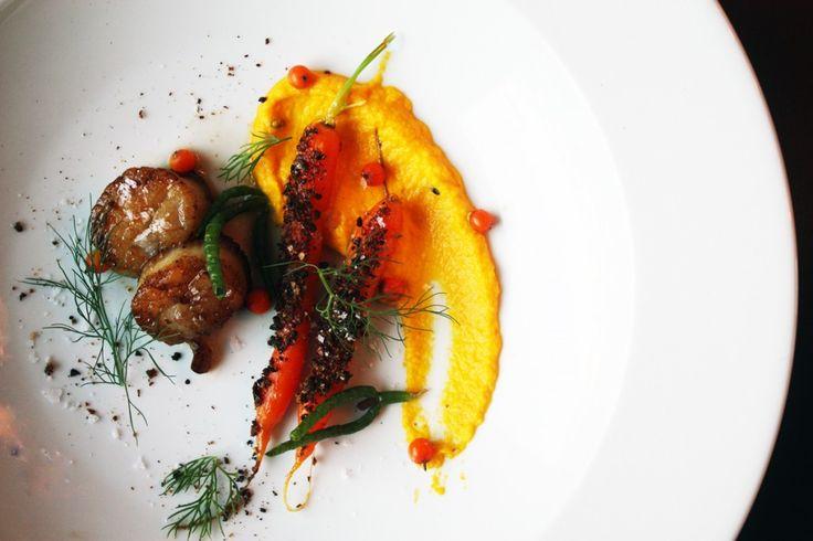 Kammuslinger med gulerod og havtorn