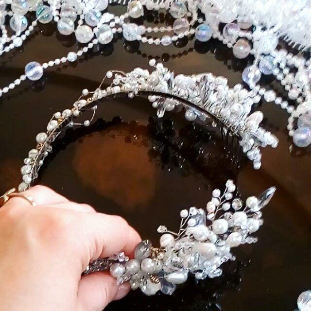 11 отметок «Нравится», 1 комментариев — S O N A T A-creative studio (@sonata_studio) в Instagram: «НОВИНКА!  СПЕШИТЕ стать обладательницей новой свадебной ТИАРЫ от SONATA. . . Невеста- одна из…»