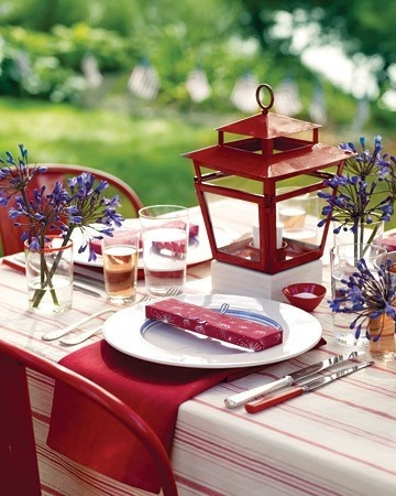 ThanksRed, white, and blue table decor. awesome pin
