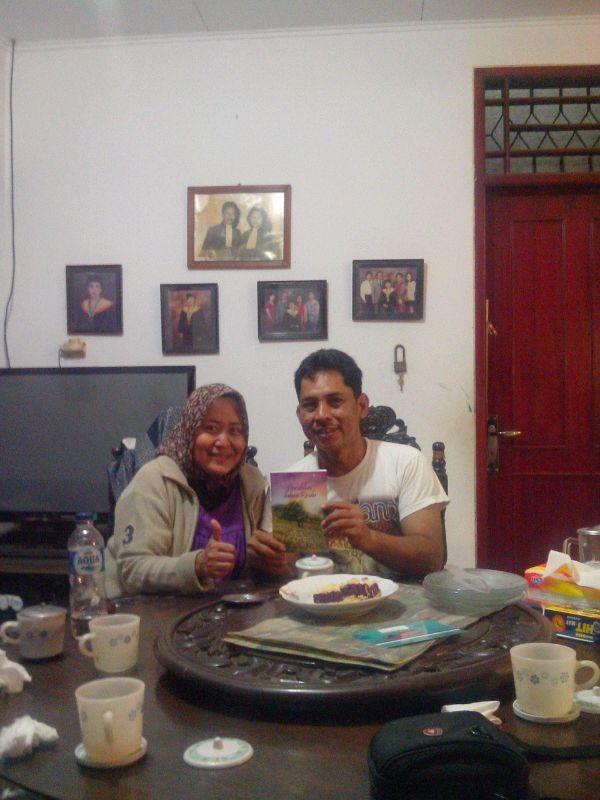 Teddy Arwis di Karawang bersama bukuku DdR