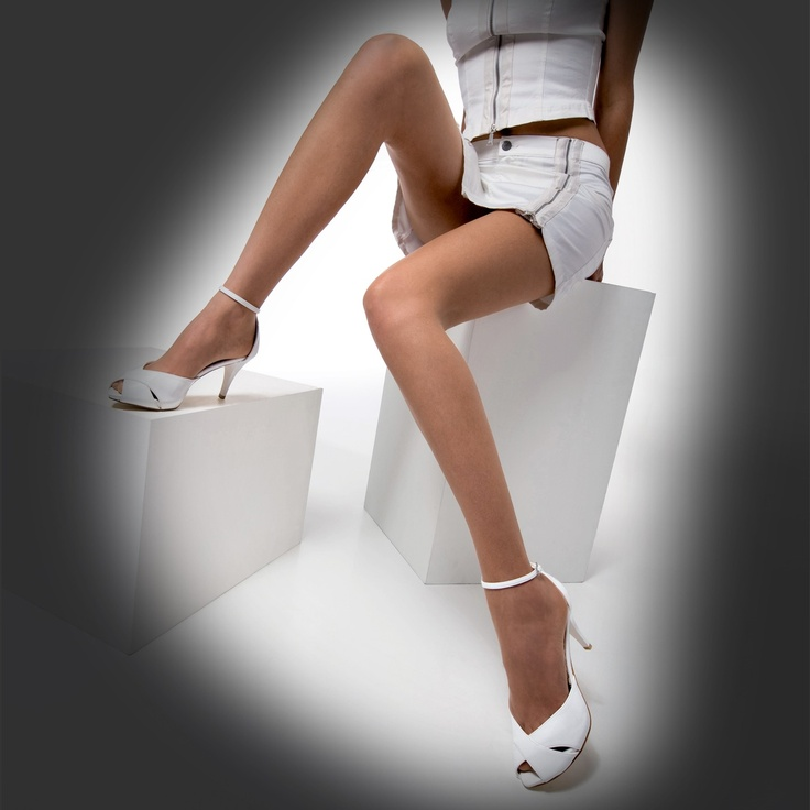 Collant semi-trasparente, opaco, classico ed elegante. Indispensabile nel tuo guardaroba quotidiano.