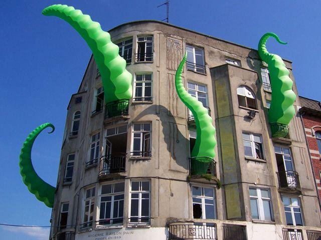 Octopi Wall Street? Artist Filthy Luker's inflatable tentacles: Street Artists, Urban Art, Artattack, Art Installations, Filthi Luker, Funnies Art, Art Attack, Building A House, Streetart