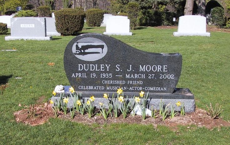 """Dudley Moore (1935 - 2002) - Actor, Comedian. He is most remembered for his roles in the films """"10"""" and """"Arthur. Hillside Cemetery  1401 Woodland Avenue Scotch Plains Union County New Jersey  USA"""