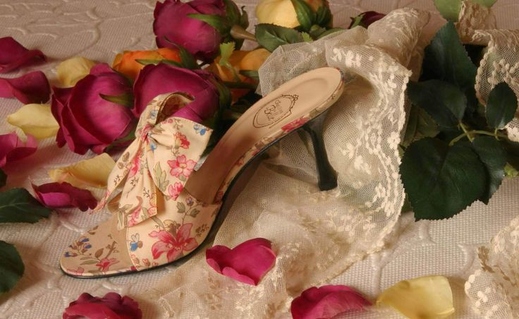 """""""Rose d'Été"""" - cotton roses print http://store.leschaussonsdelabelle.com"""