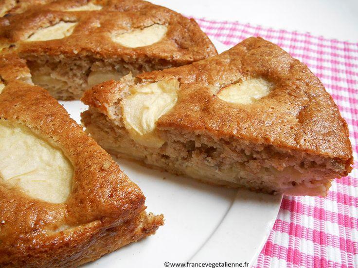 Le gâteau normand, aux pommes, se présente sous une forme ronde et dorée, où transparaissent en surface des lamelles du fruit. L'appareil est fait de farine, sucre, crème végétale (en remplacement de la crème de vache), huile (en remplacement du beurre), ainsi que d'eau et d'agents levants