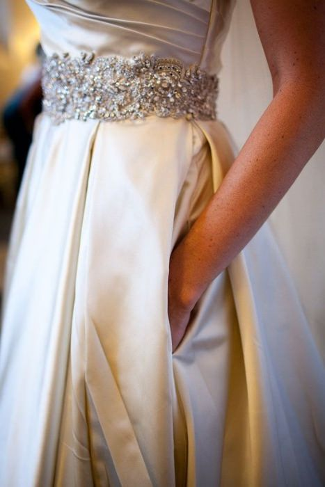 Wedding dress with pockets. Photo Source: Weddbook. #weddingdresswithpocket
